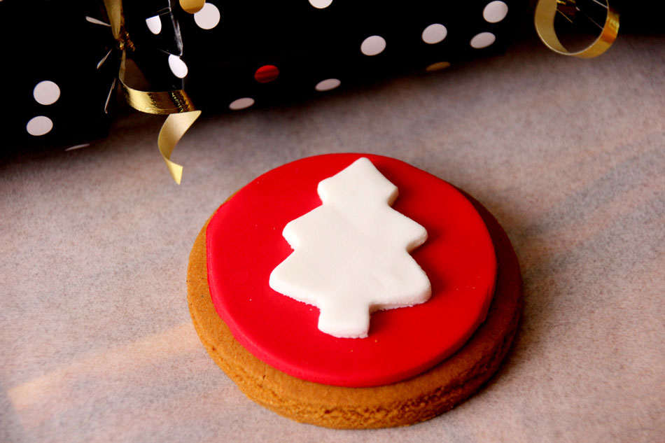 Molly-Woppy-Red-White-Christmas-Tree-Cookie-Whistler-Foods-NZ